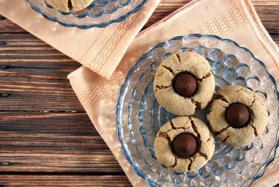 Peanut Butter Chocolate Kiss Cookies: These delicious chewy peanut butter cookies are a holiday tradition with a sweet chocolate-y center!