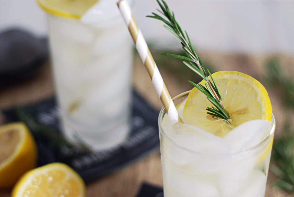 Rosemary Honey Vodka Spritzers: A refreshing and simple cocktail ...