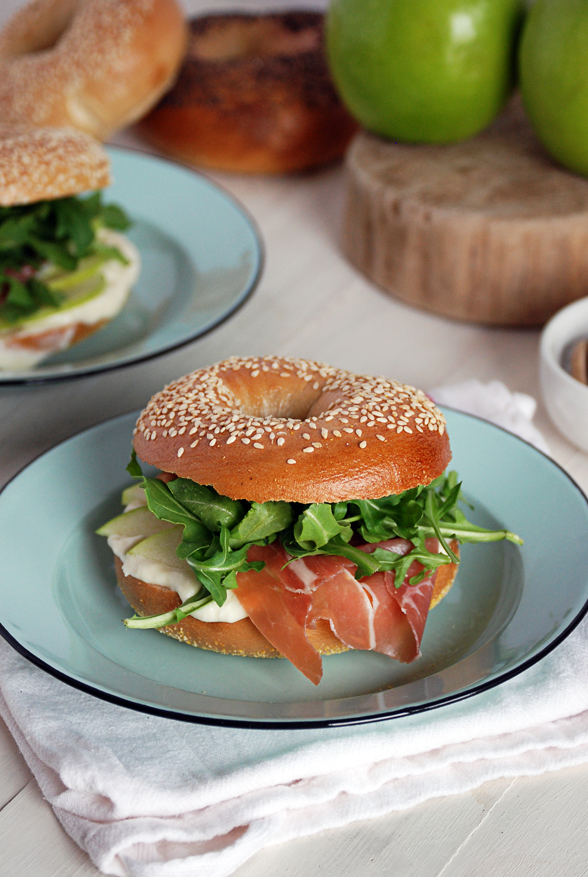 Sesame Bagel Sandwiches with Prosciutto and Apple
