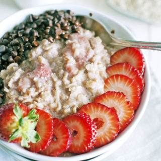 Quick Chocolate Strawberry Oatmeal