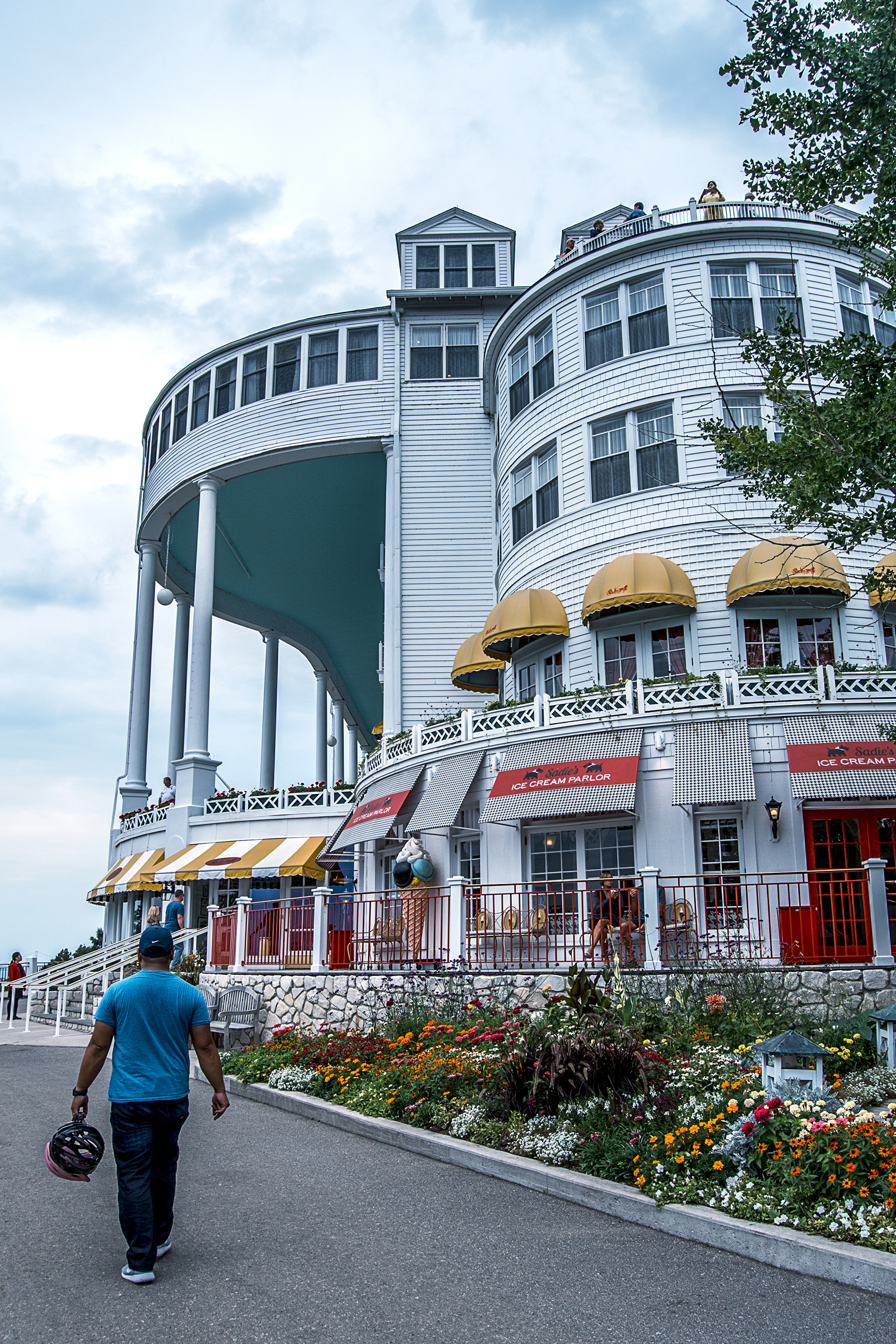 Come along with me on our long weekend on Mackinac Island! In this post, I share one of my favorite outfits from the trip: my new summer chambray sundress!