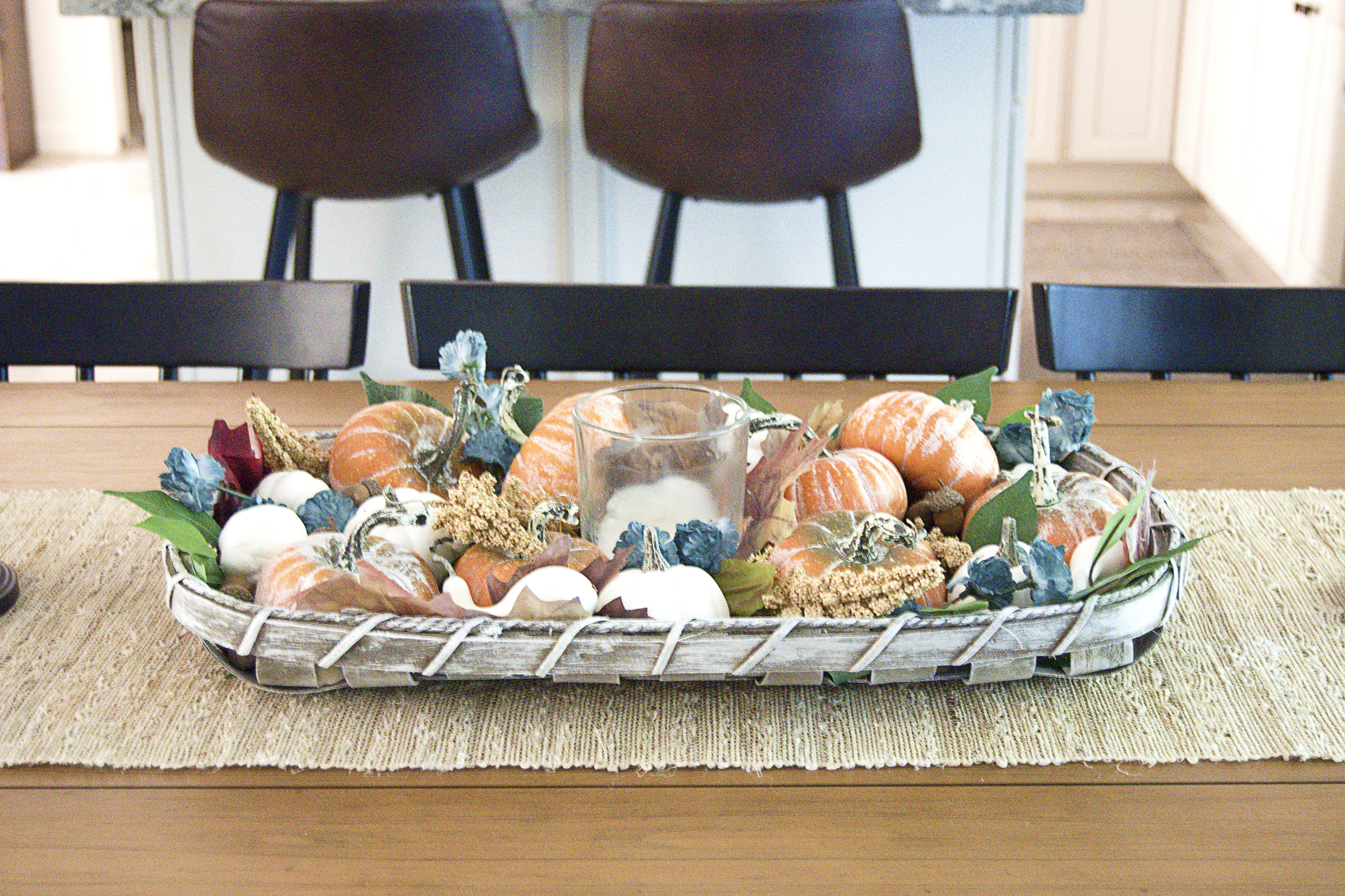 It's fall, y'all! I'm sharing my new fall table decor, pumpkins and all, and also some extra shots of other fall harvest decor around the house!